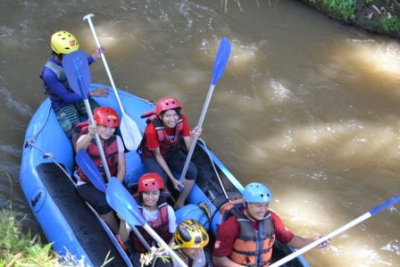 Berolahraga dengan Kasembon Rafting