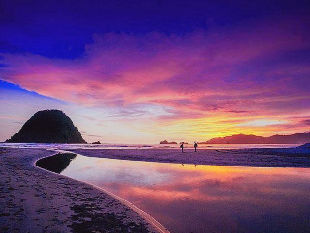 Wisata Pantai Populer di Jawa Timur